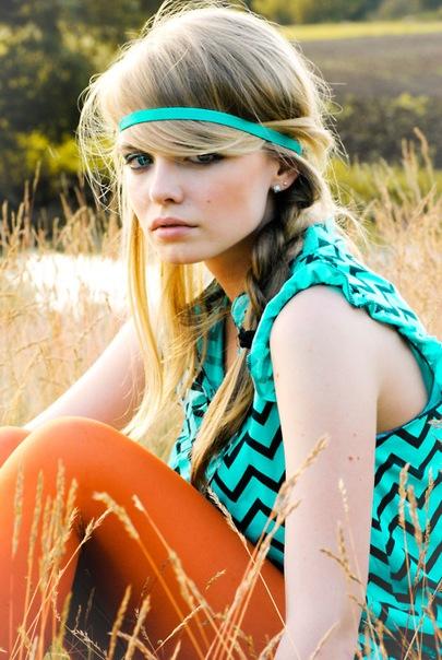 повязка для волос в стиле хиппи.